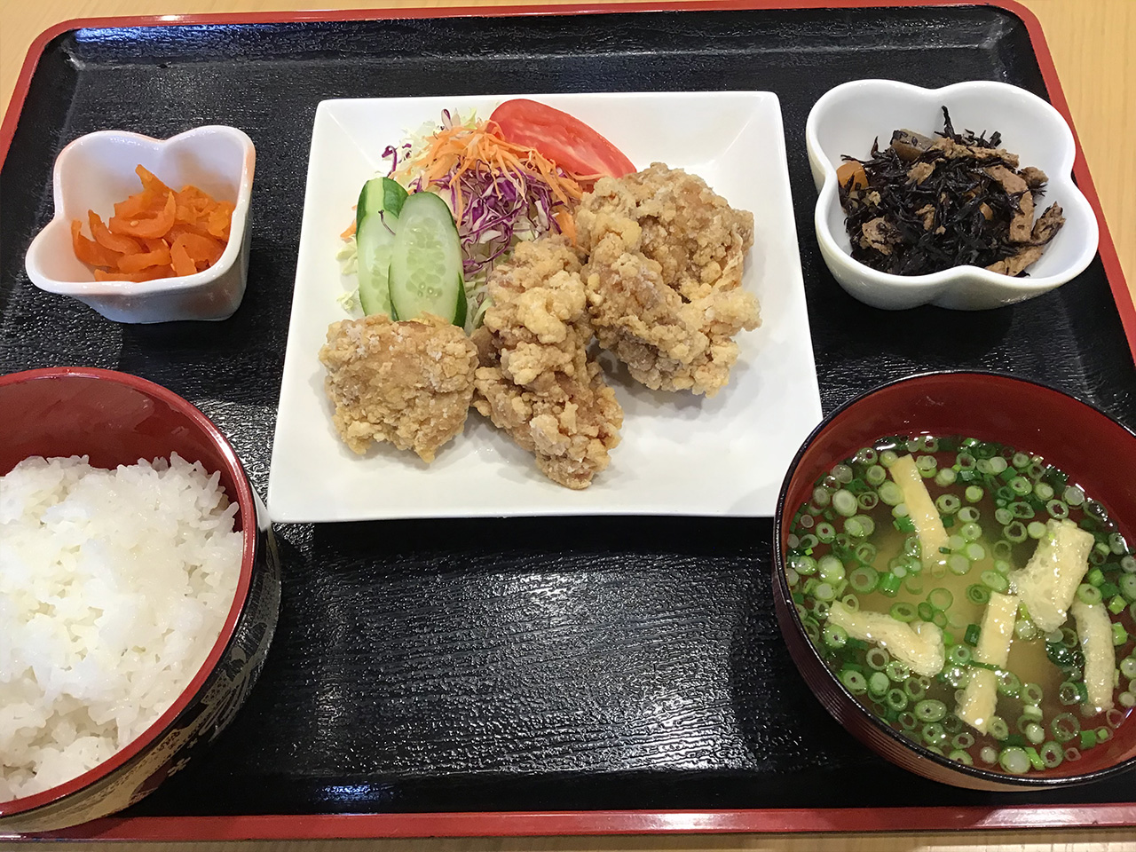 料理長自慢の手仕込み凱作 「鶏の唐揚げ定食」 700円