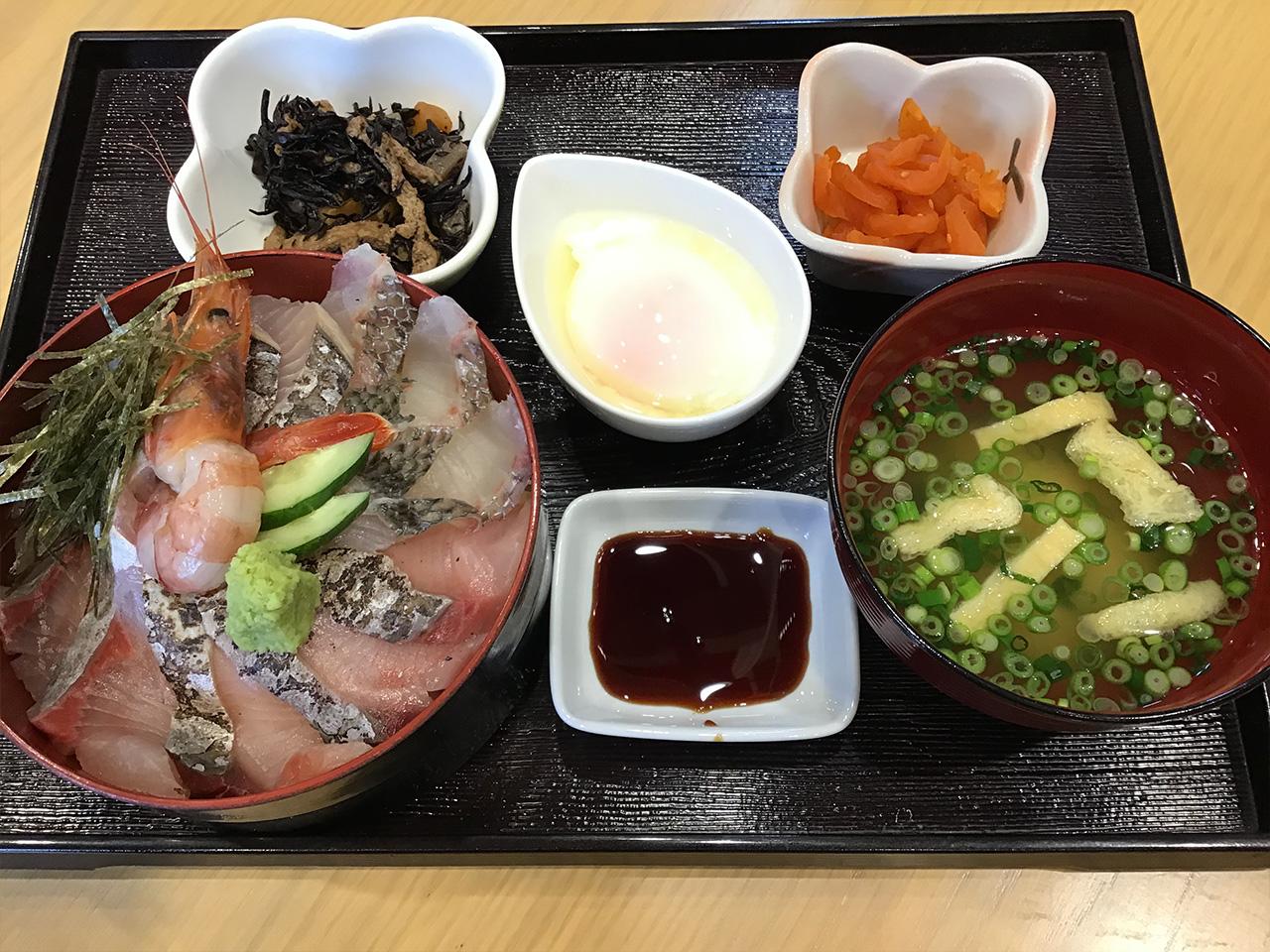 海鮮丼 780円
